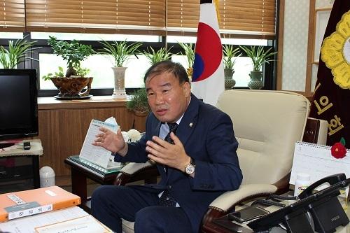 화성시의회 김정주 의장.jpg